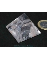 Cristal de roche - Pyramide - pointe ébréchée