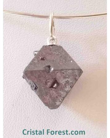 Magnétite brute (non taillée)
