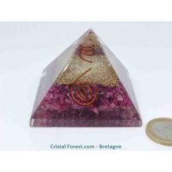 Pyramide Orgonite - Rubis (pierre précieuse)